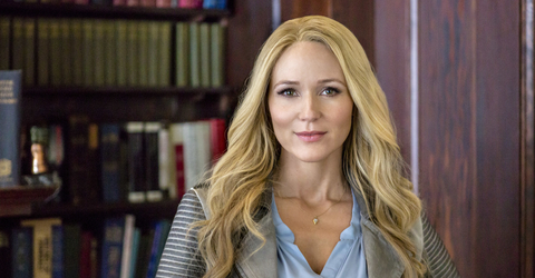 Jewel stars in Concrete Evidence: A Fixer Upper Mystery