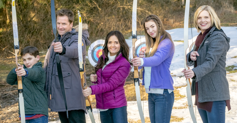Campfire Kiss Filmed In British Columbia In January And Premieres On Sa Ay March 18 Pm On Hallmark Channel In The Us
